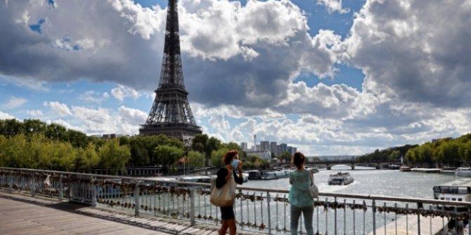 Fransa'da sokağa çıkma kısıtlaması gevşetiliyor