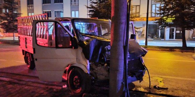 Çarpıp kaçan kamyoneti takip eden otomobil sürücüsükazaya yol açtı: 1 yaralı