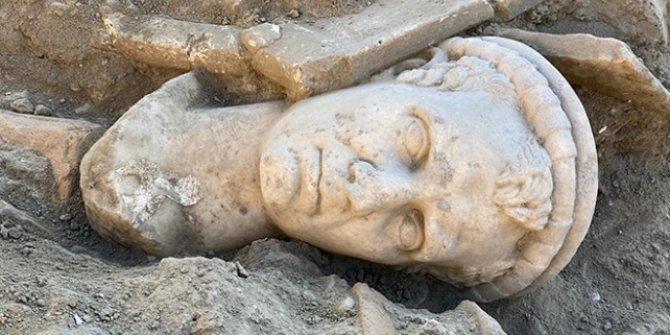 Laodikya Antik Kenti'nde 2 bin yıllık rahip başı heykeli bulundu