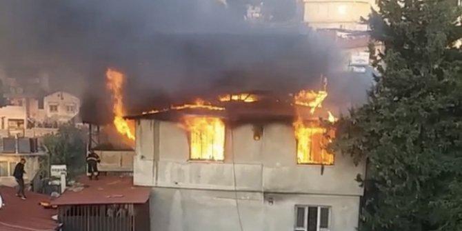 Hatay'da çıkan yangında iki katlı ev kullanılamaz hale geldi