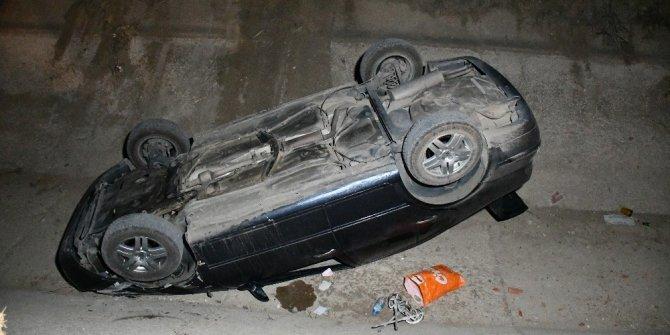 Boş sulama kanalına düşen otomobilin sürücüsü ağır yaralandı