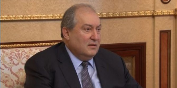 Ermenistan Cumhurbaşkanı Sarkisyan'dan hükümete istifa çağrısı