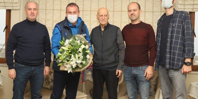 Abdullah Avcı, Ahmet Suat Özyazıcı'yı evinde ziyaret etti