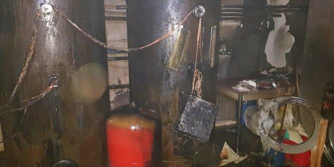 Konya'da 5 katlı otelin çatısında çıkan yangın söndürüldü