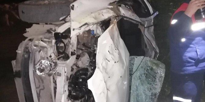 Otomobil bahçeye devrildi: 2 ölü