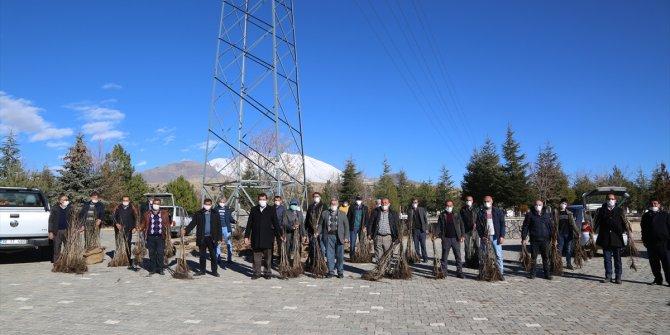 Develi'de 12 bin ceviz fidanı dağıtıldı