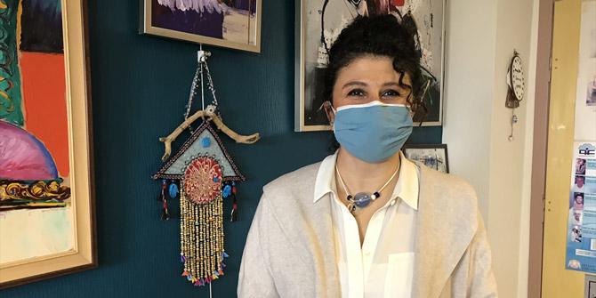 Konya'da diş hekimi profesör, yaptığı el emeği göz nuru takıları satarak öğrencilere burs sağlıyor