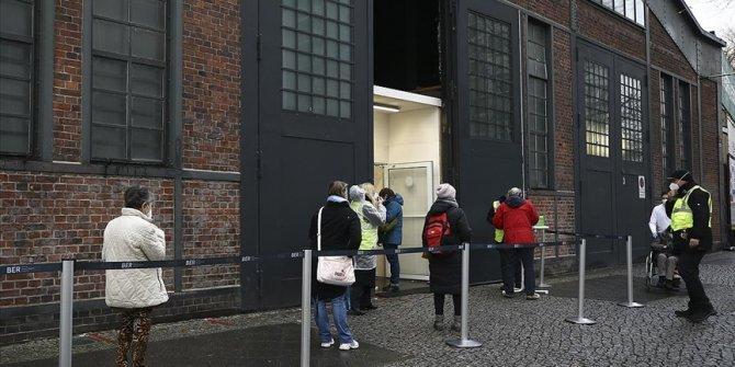 Almanya'da kısıtlamalar 14 Şubat'a kadar uzatıldı