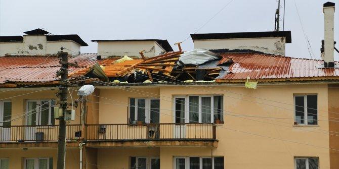Hadim'de şiddetli rüzgar nedeniyle bir okul ile evin çatısı uçtu