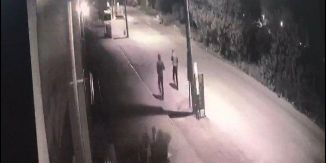 Hırsızlık yapıp, kaçarken güvenlik kamerasına yakalandılar