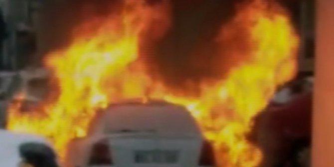 Otomobil yangını kamerada