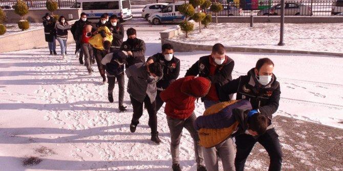 Karaman'daki operasyonda gözaltına alınan 41 kişiden 11'i tutuklandı
