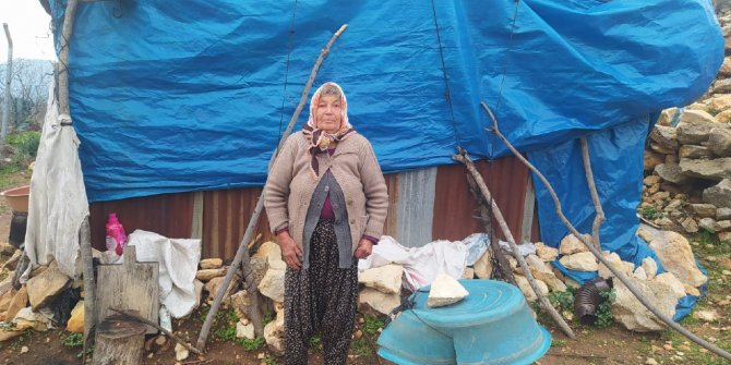 Yaşlı kadın, yardım bekliyor