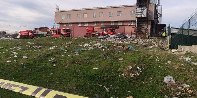 Arnavutköy'deki fabrikada çıkan yangında lüks araçlar küle döndü
