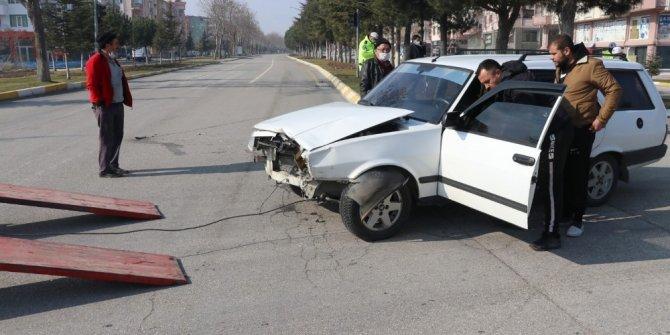 Görev yerine giden polis, trafik kazasında ağır yaralandı