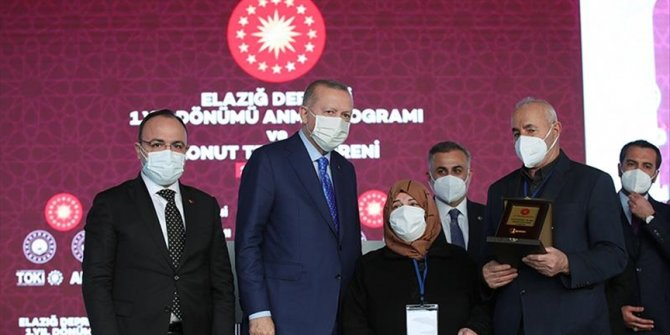 Turkey hands over new houses to quake victims