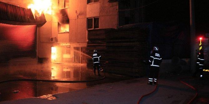 Mobilya atölyesinde çıkan yangın korkuttu