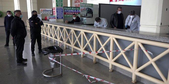 Otobüs terminalinin kullanılmayan bilet gişesi altında ölü bulundu