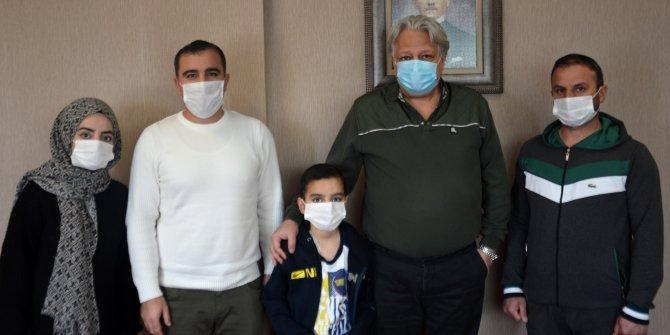 Furkan, ablasının karaciğeri, amcasının böbreğiyle hayata tutundu