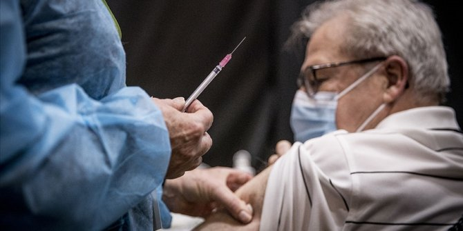 Avrupa'da Kovid-19 aşısı savaşları yaşanıyor