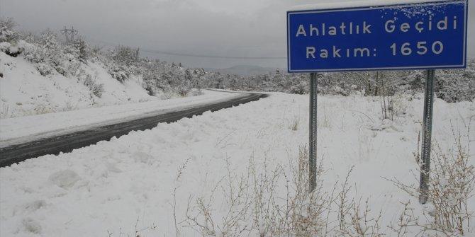 Beypazarı'nda karla mücadele çalışmaları devam ediyor