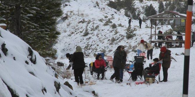 Fethiye'nin  yüksek kesimlerine yılın ilk karı düştü