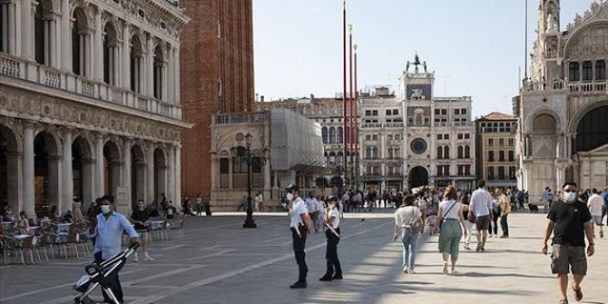 İtalya'da son 24 saatte 492 can kaybı