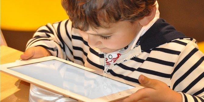 Milli Eğitim Bakanlığınca 500 bin tablet bilgisayar öğrencilere teslim edildi