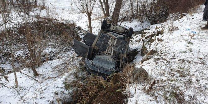 Takla atan otomobilde 4 kişi yaralandı