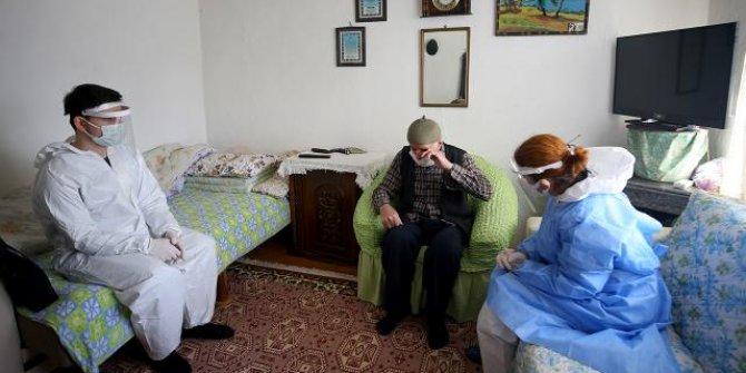Filyasyon ekiplerini karşısında gören Selim dede gözyaşlarını tutamadı