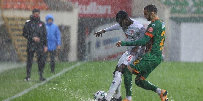 Alanyaspor - Sivasspor maçı ertelendi!
