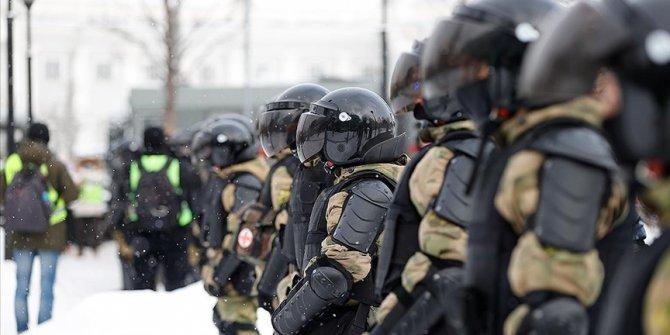 Rusya'da göstericiler Navalnıy'ın tutuklanmasını protesto etmek için tekrar sokakta