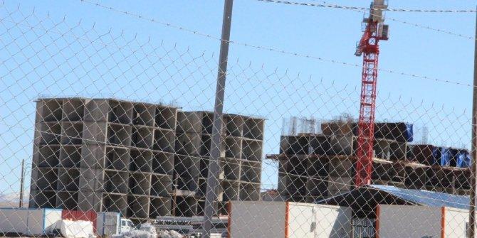 Karaman'da inşaattan düşen işçi hastanelik oldu