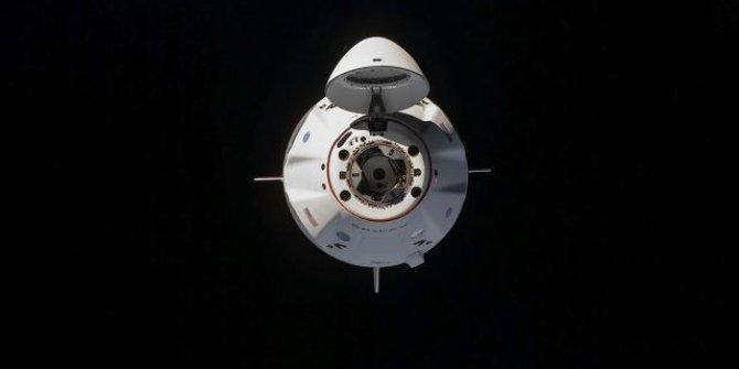 SpaceX, dört sivili uzaya çıkaracak