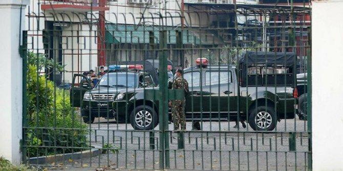 Myanmar'da askeri darbe: 24 bakan ve yardımcıları görevden alındı