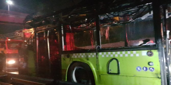 Seyir halindeki halk otobüsü alev alev yandı