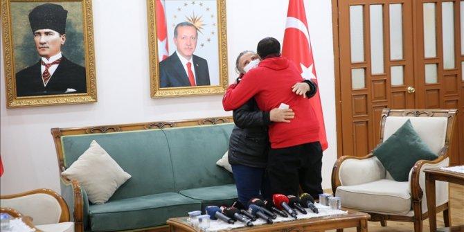 Pobjegao od PKK-a i predao se turskim snagama: Majka nakon šest godina zagrlila sina