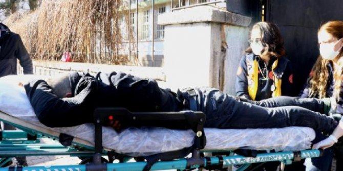 Okul bahçesinde bıçakla yaralanan çocuk hastaneye ulaştırıldı