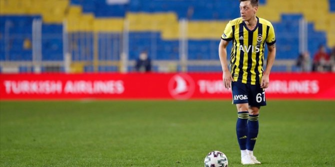 Mesut Özil'den derbi paylaşımı