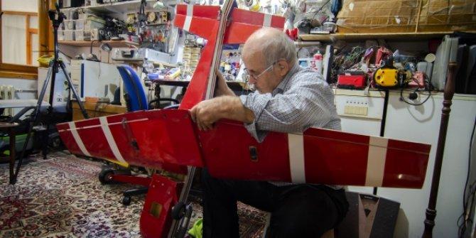 73 yaşındaki adamın model uçak tutkusu