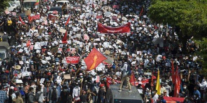 Myanmar'da bazı kentlerde sıkıyönetim ilan edildi