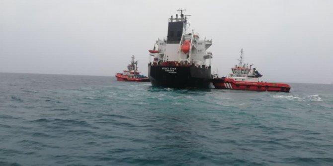 Bozcaada açıklarında karaya oturan kum yüklü gemi kurtarıldı