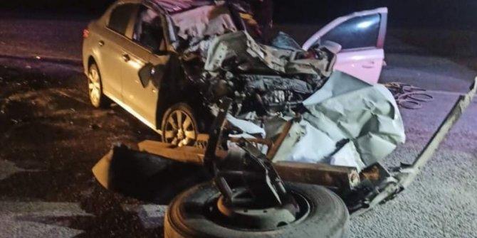 Konya'da otomobil, kamyona arkadan çarptı; sürücü yaralı