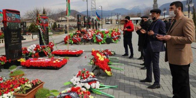 Azerbaycanlılar Nevruz'da şehitlikleri ziyaret etti