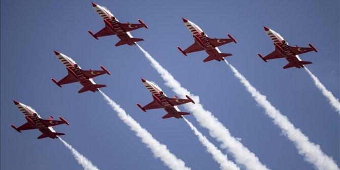 Turski tim vazdušnih snaga na obeležavanju Nacionalnog dana Pakistana