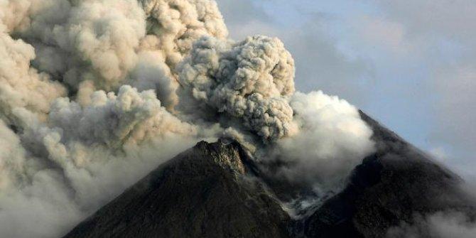 Merapi Yanardağı'nda patlama: Turuncu alarm verildi