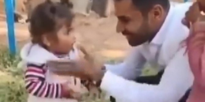2 yaşındaki yeğenini tokatlayıp, ayağını yıkatarak, sigara içiren amcaya suç duyurusu