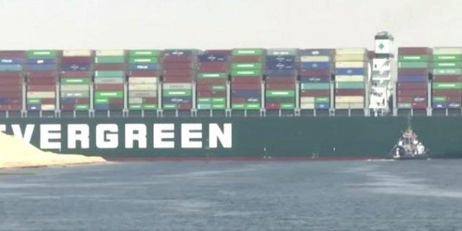 Dev kargo gemisi Süveyş Kanalı'nda karaya oturdu