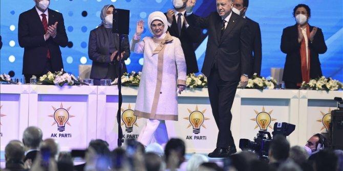 Erdogan na kongresu AK Partije: Turska nema luksuz da okreće leđa ni zapadu ni istoku