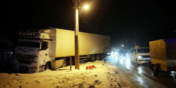 Zincirleme 'buzlanma' kazası: 3 yaralı